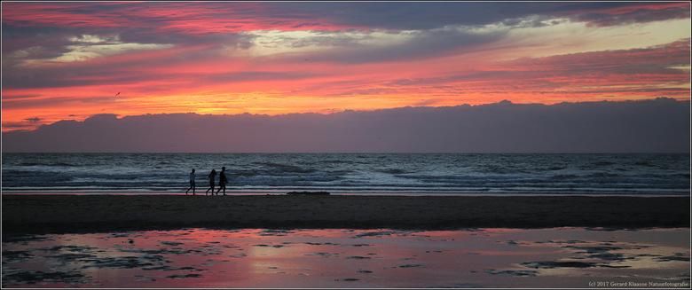 Magic in the air - Tijdens een strandwandeling in Oostende werden we getrakteerd op een wonderschone zonsondergang.<br /> <br /> Iedereen bedankt vo