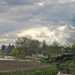 Dorpje aan de rivier de Linge