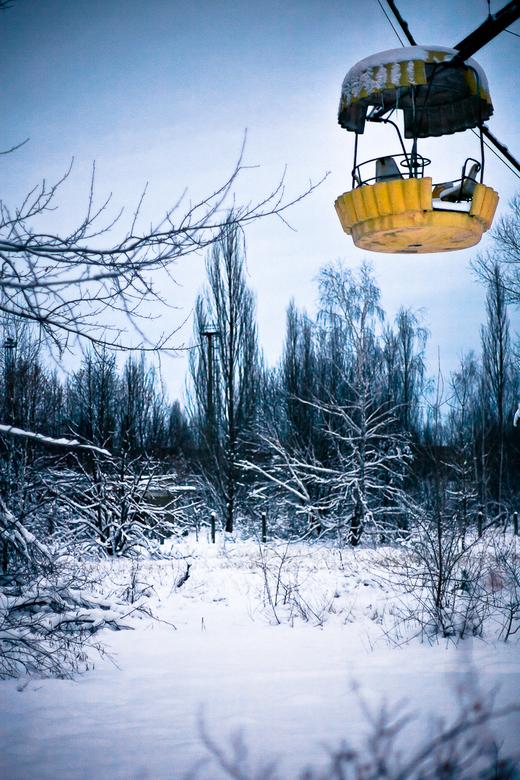 It takes a while to get down V2 - Een van de gondeltjes van het reuzenrad in Pripyat.<br /> Dit reuzenrad is 1 dag voor de ramp open gegaan.<br /> <