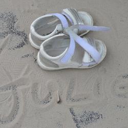 Sandalen in het zand
