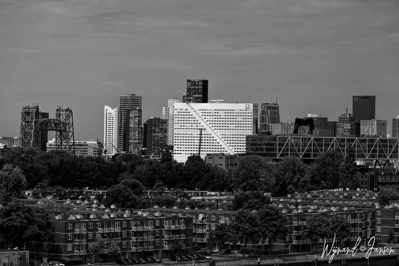 Rotterdam - Wit gebouw heet de Willemswerf.