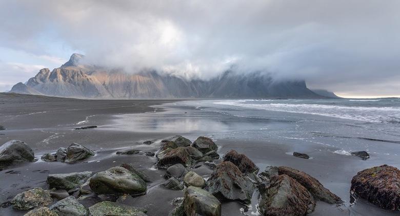 7945D6E5-E527-4887-886B-6F281794A390 - Vestrahorn in IJsland. Genoten tijdens een 6 daagse reis van het mooie IJsland.