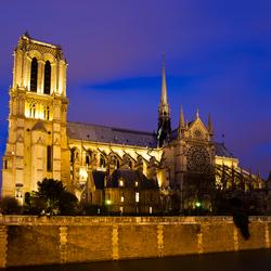 Notre Dame in avondlicht