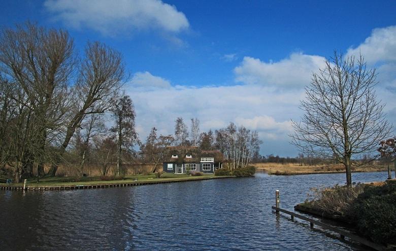 Giethoorn -  Rondom Giethoorn liggen verschillende meren.Op deze plaats heb je toegang tot het bovenwiede.