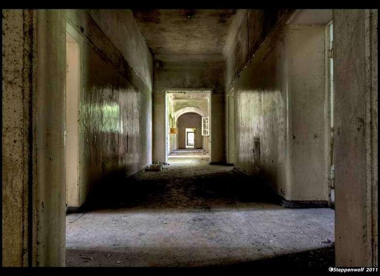 Sanatorium T. - Verlaten militair sanatorium ergens in het oosten van Duitsland...