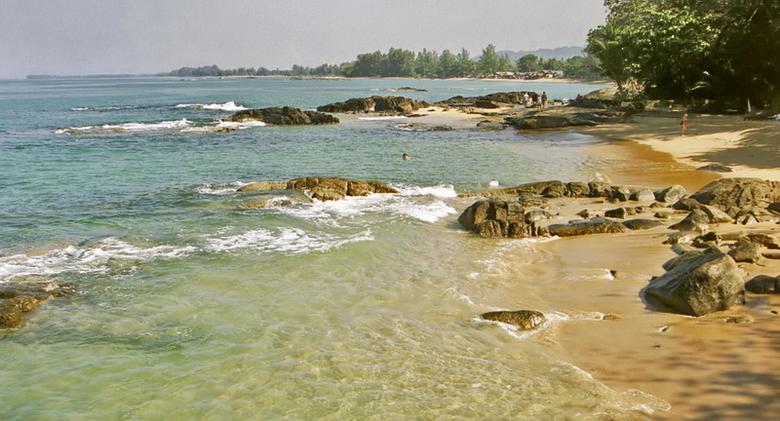 Khao Lak Beach in Thailand - Een foto uit het analoge tijdperk.<br /> Gemaakt in 2003.<br /> Doordat de foto analoog is gemaakt en ingescand is, ont