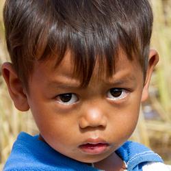 Faces of Cambodja -30- verlegen jongetje