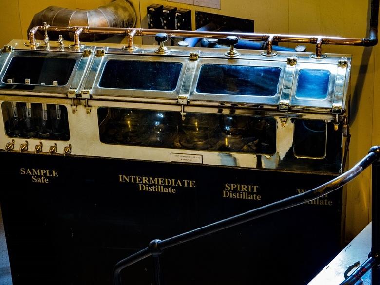 De Meterkast - In iedere whisky distilleerderij in Schotland staat zo'n kast, waarin alle whisky distilaten worden gemeterd en bewaakt. Zo kan de