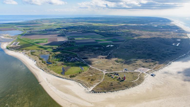 Noordpunt Texel - Waddeneiland Texel, vanaf de noordpunt genomen richting Den Helder in het zuidwesten.<br /> Op de noordpunt de markante rode vuurto