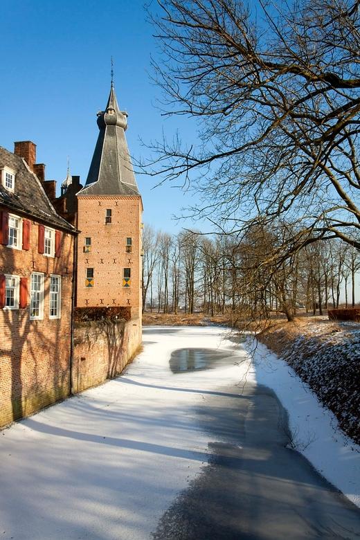 Kasteel Doorwerth (4) - Het kasteel met de slotgracht.<br /> <br /> Groet Harry