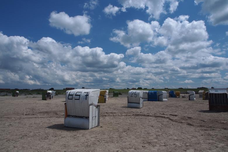 Strandstoel - Aan de Duitse waddenzee bij Norddeich staan deze strandstoelen