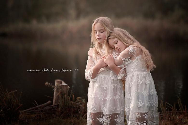 Sisters - Nog een foto van de 2 zusjes.
