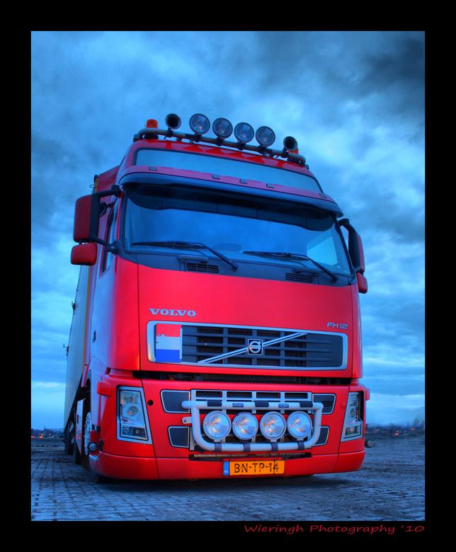 """red Volvo - Was weer eens op dag hdr jacht van het weer, en zo stuitte ik op deze Volvo midden in het veld.(de highlands van Drenthe)  <img  src=""""/ima"""