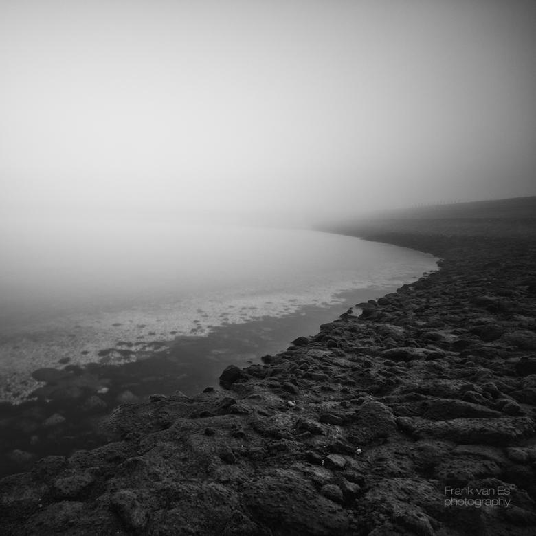 Misty shore 5 - Sint Maartensdijk ( tholen) op een mistige ochtend