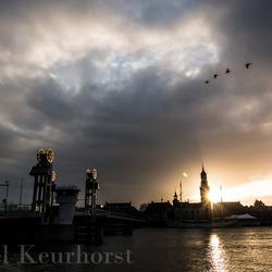 De avondzon gaat onder in Kampen