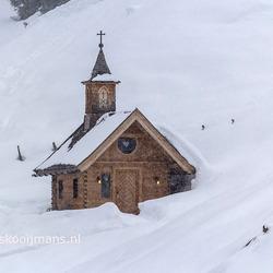 Kerkje in Konigsleiten in de sneeuw