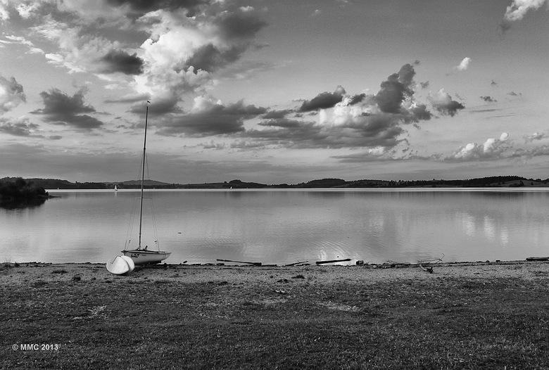 Stilte - Een meer in Zuid-duitsland. Forggensee.<br /> Omgezet naar zwart wit en bewerkt met Nik van google