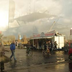 Bijna de pont op (Amsterdam-Noord)