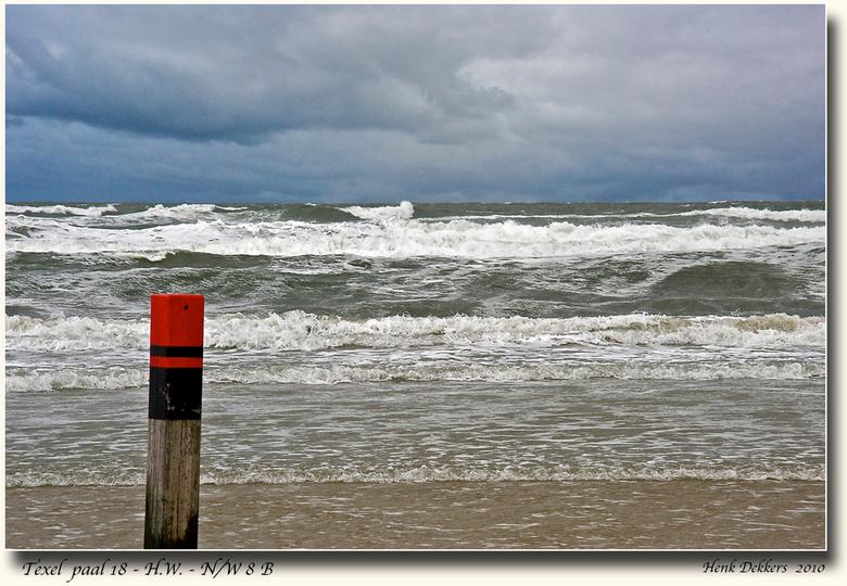 Paal 18-HW-N/W 8 - Neem paal 18 niet te letterlijk.<br /> De titel zegt het al, Hoog Water, wind Noord/West 8 Beaufort. Je werd gezandstraalt, camera