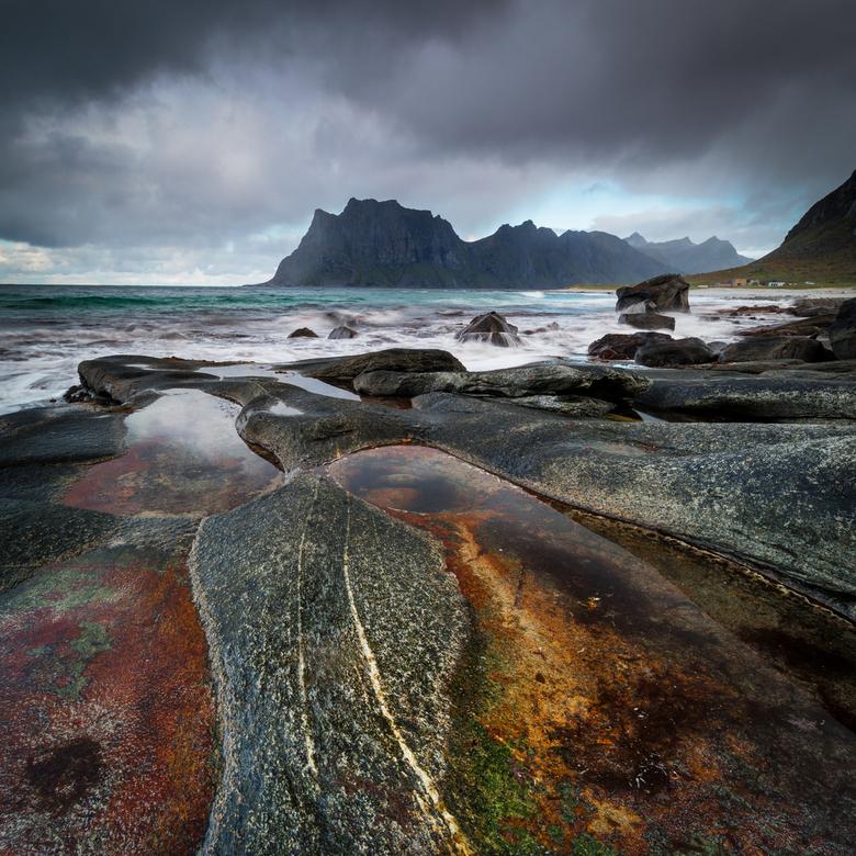 The dragons' eye - De Noorse kust is bezaaid met schitterende rotspoelen. Fantastisch voor fotografie. Neem wel een polarisatiefilter mee!