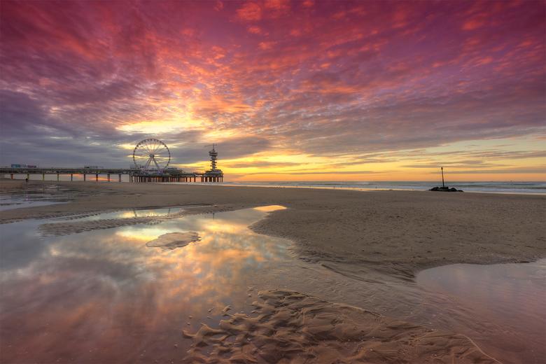 Pier en Reuzenrad Scheveningen tijdens zonsondergang - Pier en Reuzenrad Scheveningen tijdens zonsondergang