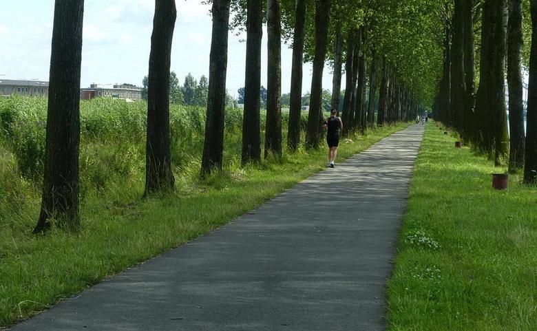Amsterdam Rijnkanaal en omgeving 389. - Hoe ver nog langs het Amsterdam Rijnkanaal in de omgeving Houten.<br /> Effies in het groot kijken.<br /> 22