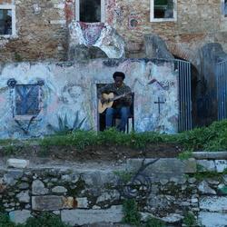 Muzikant bij het Castelo de São Jorge, Lissabon