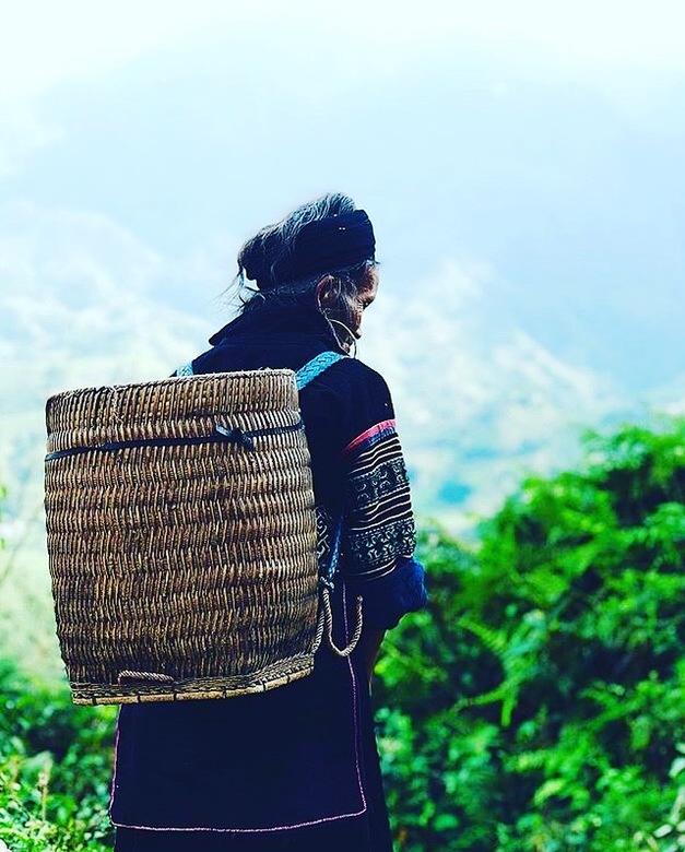 Sapa life  - Iedere dag met je mand voor spullen vanuit de bergen naar het Sapa stadje.