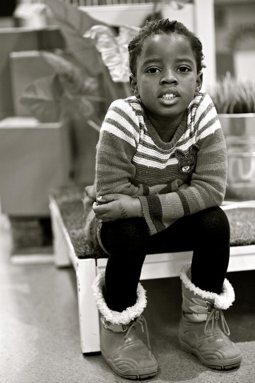 Paige in Ikea - Mooie ongeposeerde foto van mijn dochter. Tenminste zo lijkt het.