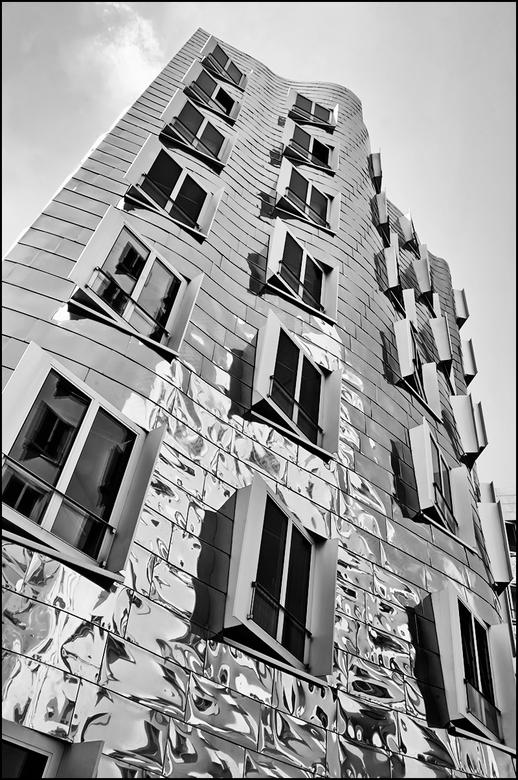 German architecture 08 - Er zijn van die architecten die het experiment niet schuwen en heel wat dynamische gebouwen ontwerpen en daarnaast spelen met