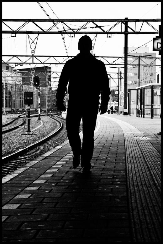 Silhouet #2 - Een Silhouet op het treinstation in Eindhoven.
