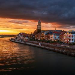 Oranje zonsondergang boven Deventer