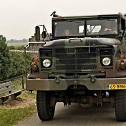 Bewerking: Een REO M923 truck zonder foute halo.