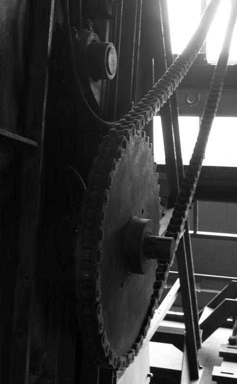 Groot verzet - Onderdeel van een grote machine in Zollverein Essen, Unesco Industrieel wererlderfgoed in Duitsland. Een grote oude fabriek, tegenwoord