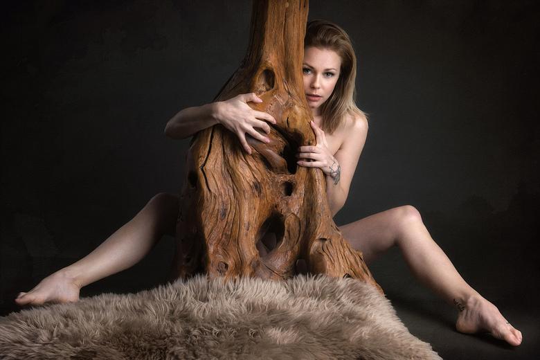 nude and vulnerable - Lucy Lauren