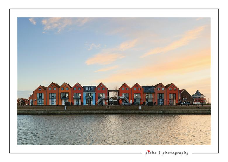 Huizen in de haven van Stavoren - Deze gekleurde huizen staan in de haven van Stavoren. Elke keer weer bijzonder...<br /> <br /> Groet Piebe