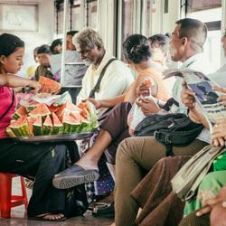 fruitverkoop in de trein