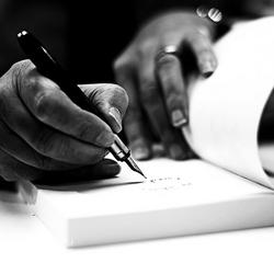 De gouden hand van de schrijver