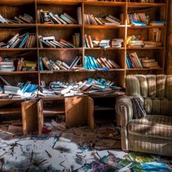 Ik moet toch maar eens mijn boekenkast opruimen....