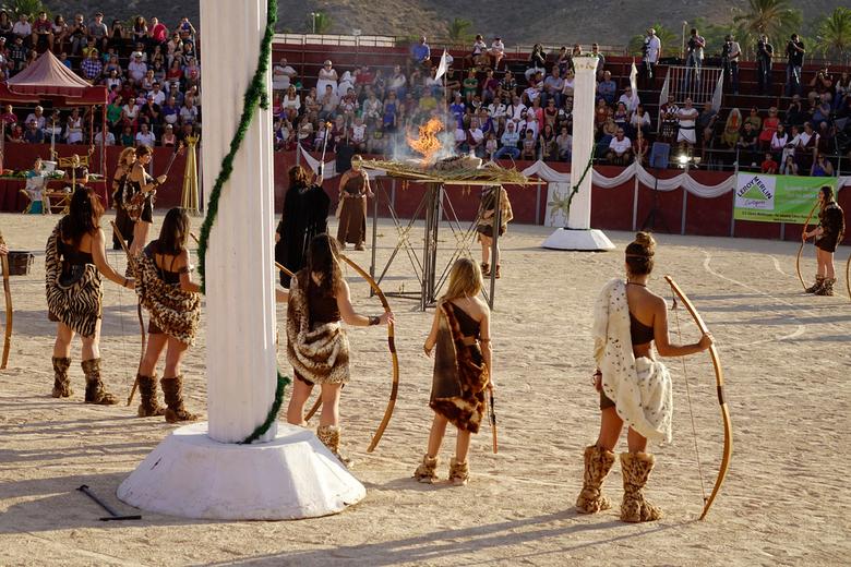 Crematie - De cartageners en de romeinen begonnen hun uitvoering in de arena met een crematie. gr. Nel