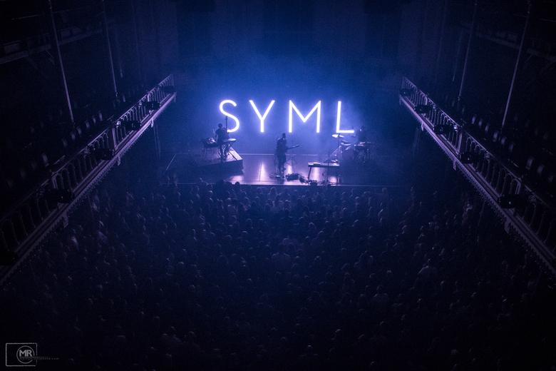 SYML - Paradiso, Amsterdam 2019  - Geschoten vanaf het bovenste balkon tijdens het optreden van SYML in Paradiso, Amsterdam.