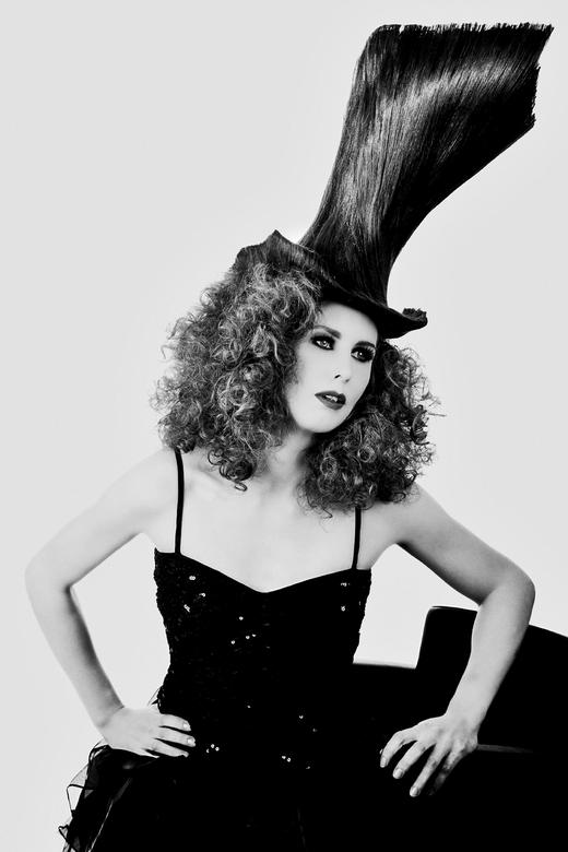 Hoge hoed - Portret met hoge hoed van haar