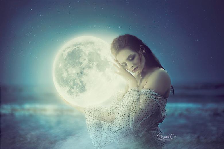 Moon Child - Zo blij met hoe deze foto uiteindelijk is geworden!<br /> Ik mocht deze dag mee met Art Photo Projects waar Kareva Margarita die dag aan