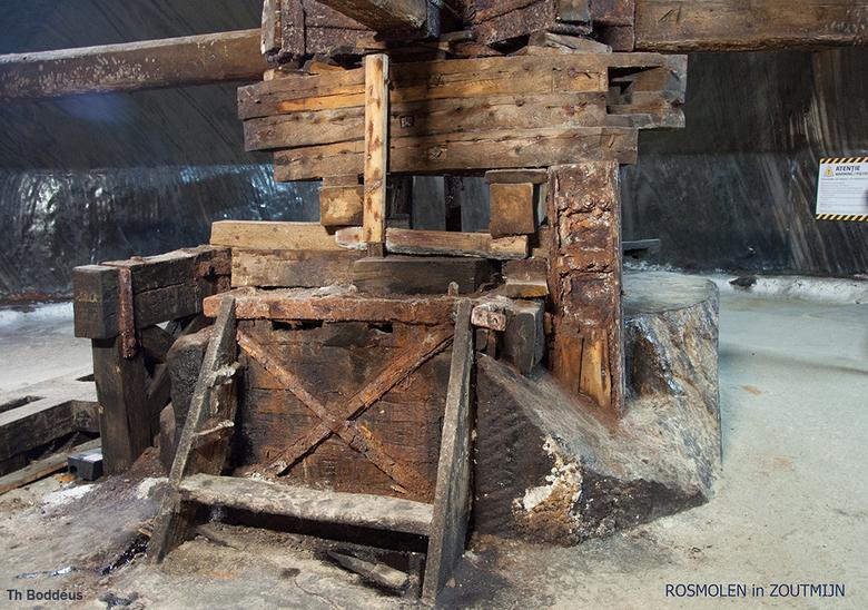 rosmolen 1605085974Rmw - in een zoutmijn WERD dmv met paard aangedreven pletmolen zout gewonnen ,vroeger dus  , in  Roemenie .<br /> De beklagenswaar