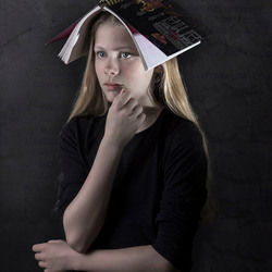Jolijn met boek