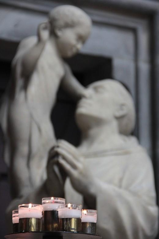Heilige boontjes - Tafereel in een Franse kerk, juni 2013.