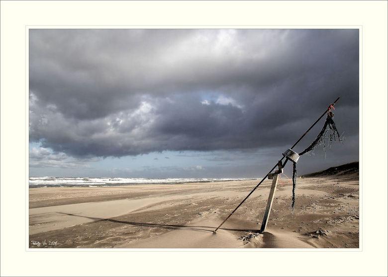 creatief met..... - Wat houd ik toch van die heerlijke nederlandse luchten. Ik heb voor deze foto, om de verlaten sfeer wat te benadrukken, de kleur b