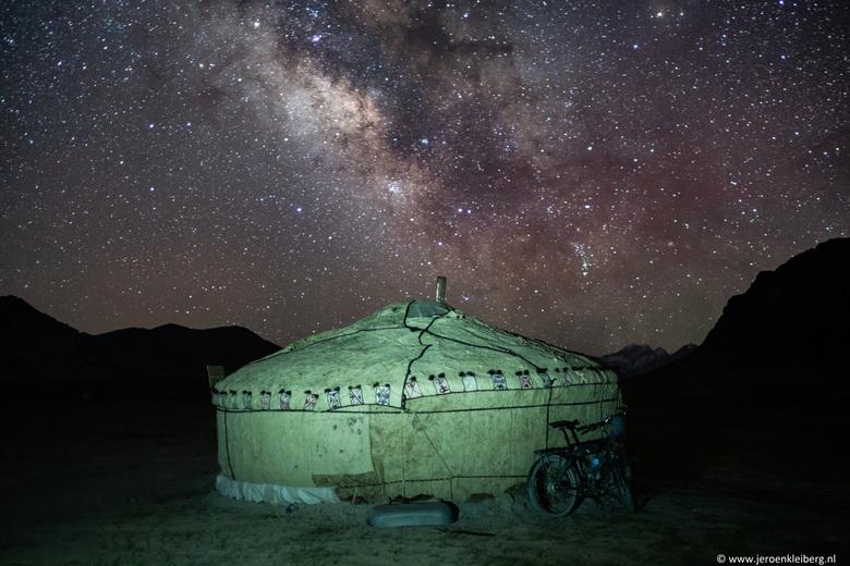 Starry starry night - Om gewicht te besparen had ik maar weinig water bij me toen ik de hoogste pas van de Pamir Highway aan het overwinnen was. Na de