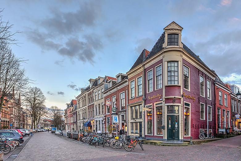 Repelsteeltje Leeuwarden - Na de foto van de Centraal Apotheek, nu een ander markant gebouw in Leeuwarden. Het is ook een soort apotheek, namelijk een