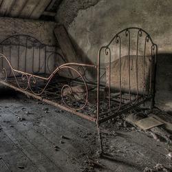 Oud bed